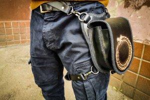 Шкіряна пов'язка сумка зі змією - Опис