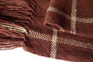 Тканий коричневий шарф в клітинку - Опис