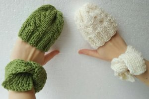 Робота Набір шапочок і шарфиків для ляльки