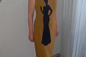 Гірчична коктейльна сукня з ручною вишивкою бісером, - Опис