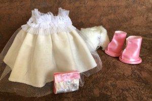 Лялька ручної роботи блондинка в білому - Опис