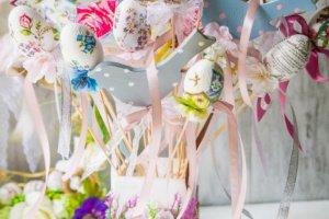 Робота Весняні  великодні яйця, пташки, зайчики на паличці, шпажці