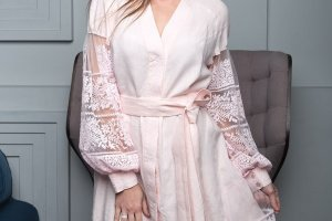 Платье халат з вишивкою - Опис