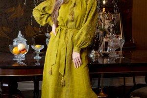 Жіноче плаття з вишивкою - Опис