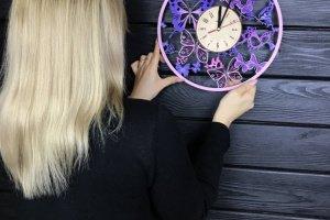 Дерев'яний годинник з кольоровим УФ друком Вальс метеликів - Опис