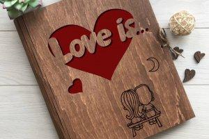Робота Оригінальна фотокнига з дерева «Love is»