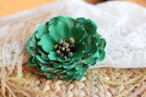 Брошка зелена, квітка заколка, подарунок, смарагдова брошка - ІНШІ РОБОТИ