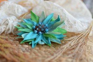 Робота Брошка квітка бірюзова, квітка заколка голуба , подарунок