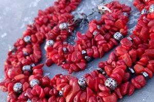 Робота Комплект з натуральних коралів пишне намисто та браслет