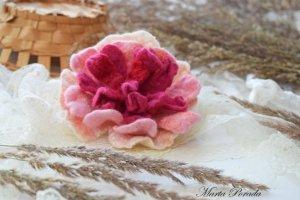 Валяна брошка  рожевий піон ексклюзивний подарунок
