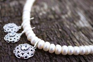 Комплект кольє і сережки натуральні перли