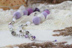 Намисто валяне фіолетове біле ніжне літнє буси коралі - Опис
