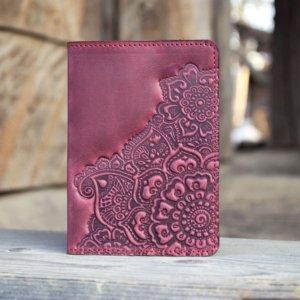 Робота Обкладинка на паспорт шкіряна жіноча  з орнаментом бордо