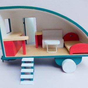 Робота Деревянный кукольный дом на колесах Трейлер для кукол
