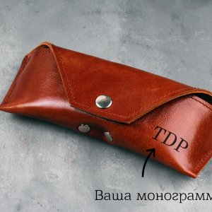 Робота Футляр кожаный для солнцезащитных очков с гравировкой