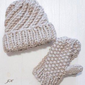 Робота Комплект шапка і рукавиці з товстої вовняної пряжі