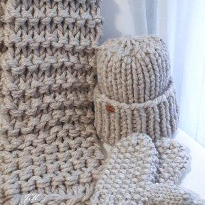 Робота Комплект шапка, шарф і рукавиці з товстої вовняної пряжі