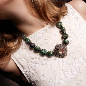 Робота Керамічне намисто з каменями зелене