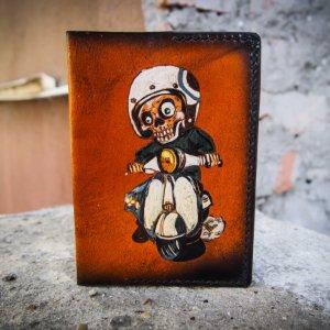 Робота Кожаная обложка на паспорт на мопеде