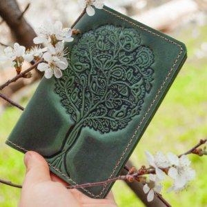 Робота Шкіряна обкладинка на паспорт жіноча зелена тиснення  Дерево