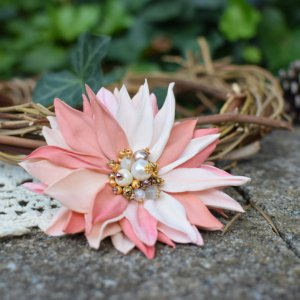 Робота Брошка ніжна персикова, брошка квітка , подарунок, заколка