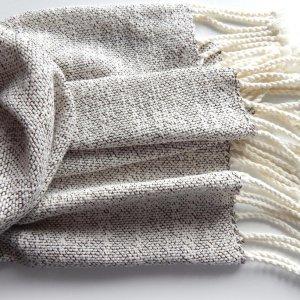Робота Тканий шарф молочного кольору