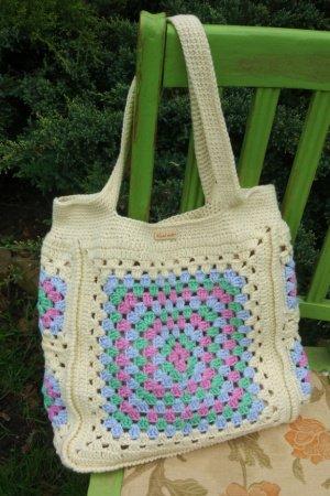 f7457358bdb8 Вязаные сумки: купить модную вязаную сумку ручной работы на ...
